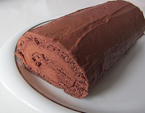 Schokoladen-Sahne-Biskuitrolle